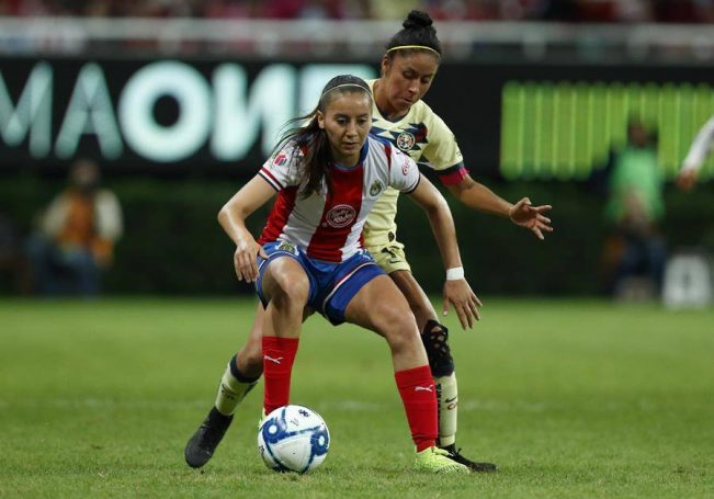"""Nelly Simón, directora deportiva del equipo de mujeres del Guadalajara, reveló que la atacante fue cedida al Villarreal por dos años, acuerdo que se logró con una """"negociación sencilla"""" entre ambos clubes."""