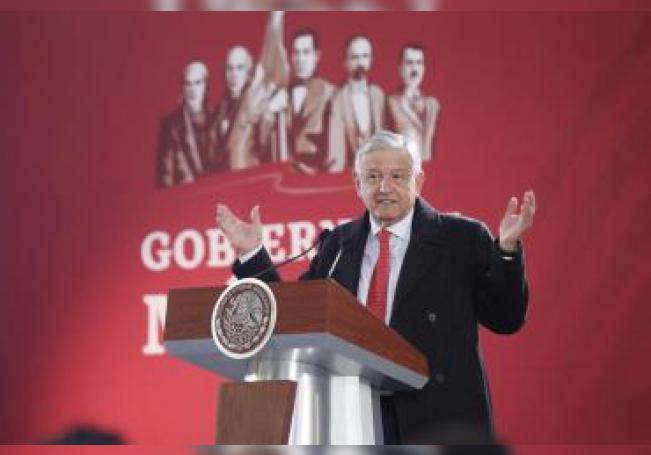 El presidente de México, Andrés Manuel López Obrador, habla hoy, jueves 03 de enero de 2019, durante una conferencia de prensa en Palacio Nacional, Ciudad de México (México). EFE