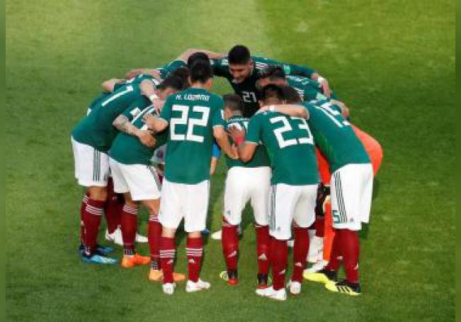 Players of Mexico huddle before the FIFA World Cup 2018 group F preliminary round soccer match between Mexico and Sweden in Ekaterinburg, Russia, 27 June 2018. EFE/EPA/EDITORIAL USE ONLY