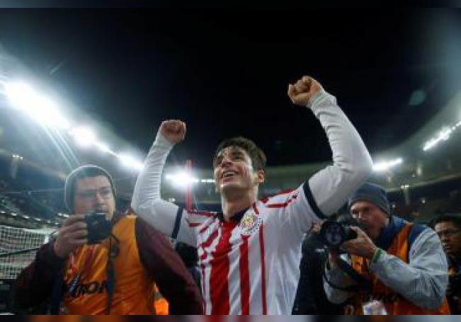 El jugador de Chivas Isaac Brizuela celebra una anotación ante el Xolos de Tijuana, durante el partido correspondiente a la primer jornada del torneo mexicano de fútbol celebrado en el estadio Akron de la ciudad de Guadalajara, Jalisco (México). EFE