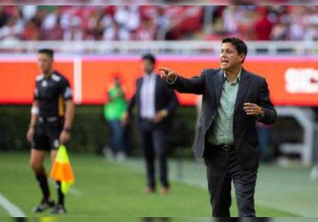Salvador Reyes, entrenador de Santos. EFE/Archivo
