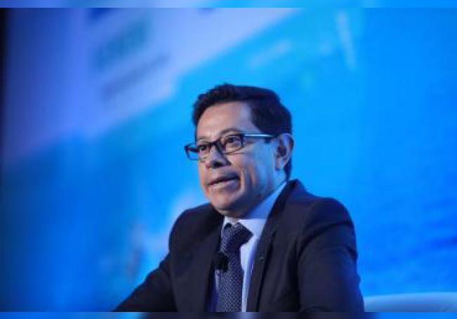 El director de finanzas de Petróleos Mexicanos (PEMEX), Alberto Velásquez, participa en una rueda de prensa este martes, en Ciudad de México (México). EFE