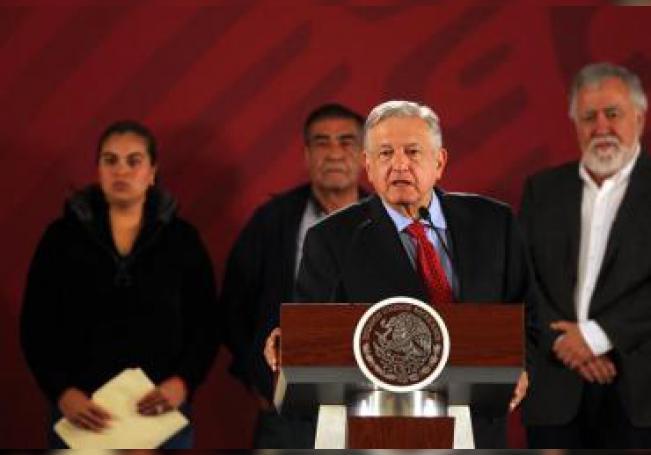 El presidente de México Andrés Manuel López Obrador, ofrece su conferencia de prensa matutina este miércoles, en el Palacio Nacional, en Ciudad de México (México). EFE