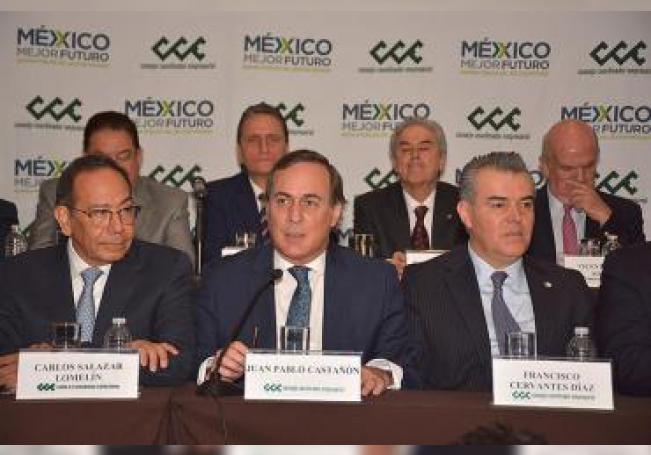 Fotografía cedida el viernes 18 de enero de 2019 que muestra a Carlos Salazar (i), acompañado de Juan Pablo Castañon (c) y Francisco Cervantes (d), durante una rueda de prensa del Consejo Coordinador Empresarial de México en Ciudad de México (México). EFE/Consejo Coordinador Empresarial/SOLO USO EDITORIAL