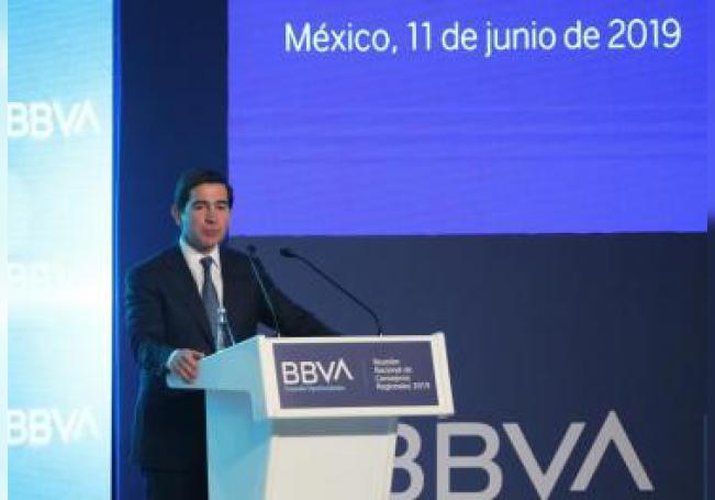 El presidente del Grupo BBVA Carlos Torres habla en la Reunión Nacional de Consejeros Regionales del BBVA, este martes en Ciudad de México (México). EFE