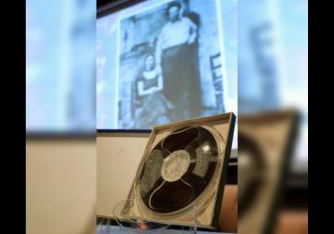 Vista de una cinta, que contiene la primera grabación de la supuesta voz de Frida Kahlo, durante una rueda de prensa este miércoles, en Ciudad de México (México). EFE