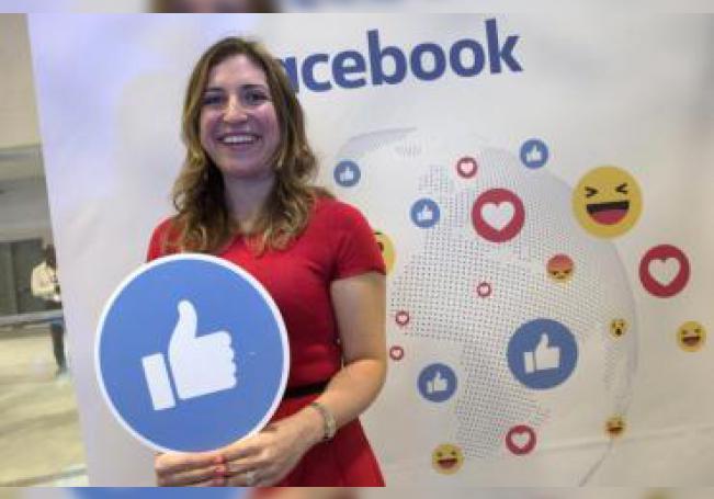 La coordinadora de estrategias comerciales para Facebook América Latina, Francesca de Quesada, sonríe en el estand de Facebook en el foro tecnológico eMerge Americas, el lunes 12 de junio 2017, en el Centro de Convenciones de Miami Beach, Florida (EE.UU.). EFE/Archivo