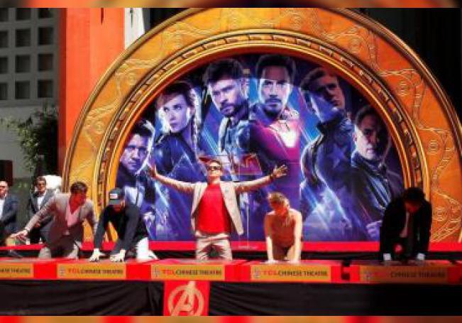 Los miembros del elenco de la película de Marvel Studios 'Avengers: Endgame' (i-d) el actor australiano Chris Hemsworth; y los actores estadounidenses Chris Evans, Robert Downey Jr., Scarlett Johansson y Mark Ruffalo. EFE/Archivo