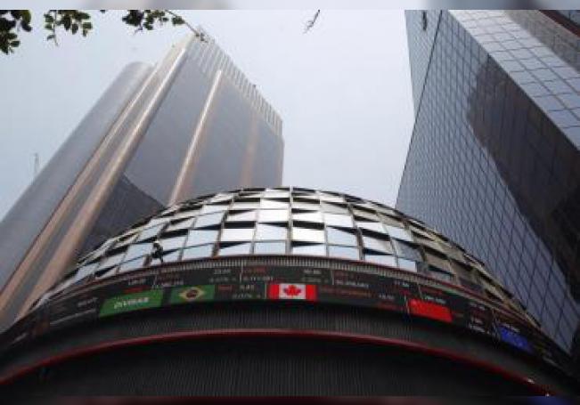 Fotografía fechada el 21 de abril de 2018, que muestra el exterior de la Bolsa Mexicana de Valores, en Ciudad de México (México). EFE/Archivo