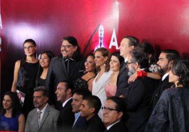 El elenco de la película Roma posa en la alfombra roja durante la entrega de la 61 edición de los Premios Ariel que otorga la Academia Mexicana de Artes y Ciencias Cinematográficas (AMACC), este lunes en la Cineteca Nacional de la Ciudad de México (México). EFE