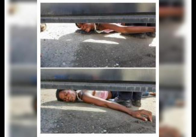 Combo de fotografías de una mujer haitiana que pide ayuda para ella y su hijo este martes, desde el interior del albergue Siglo XXI en la ciudad de Tapachula, en el estado de Chiapas (México). EFE