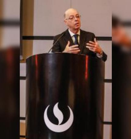 El Dr. Eduardo Payet Meza, jefe institucional del Instituto Nacional de Enfermedades Neoplásicas INEN, participa en un Fórum sobre salud y cáncer organizado por la Agencia EFE este miércoles, en el Auditorio de la Universidad de Ciencias Aplicadas (UPC) de Lima (Perú). EFE
