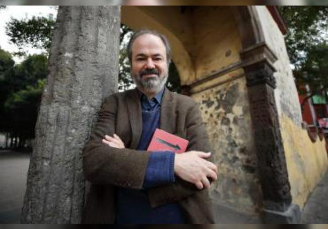 El escritor mexicano Juan Villoro posando al termino de una entrevista con Efe, en Ciudad de México (México). EFE/Archivo