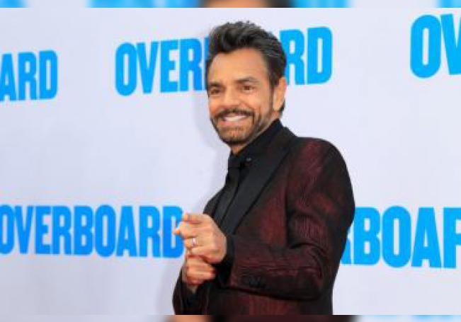 """El actor mexicano Eugenio Derbez posa a su llegada al preestreno de la película """"Overboard"""" en el Cine Regency Village en Westwood, Los Ángeles (Estados Unidos). EFE/ Nina Prommer/Archivo"""