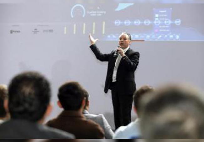 El director tecnológico de Huawei para Latinoamérica, Luis Guillot Dueñas, participa este martes, en el marco de la Smart City Expo Latam Congress 2019, en la ciudad de Puebla (México). EFE/Hilda Ríos