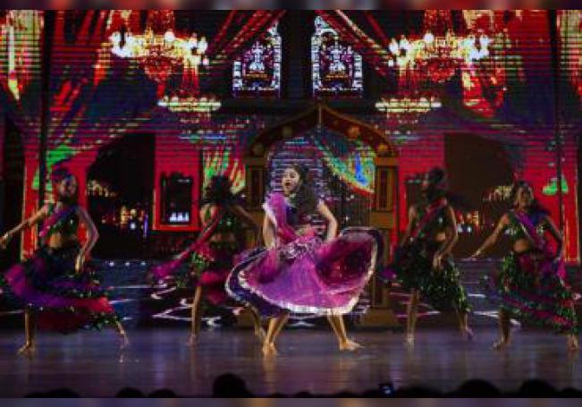 """Bailarines del espectáculo de danza """"Un Pasaje a Bollywood"""" participan el miércoles 10 de octubre de 2018, en la inauguración del Festival Internacional Cervantino, en estado de Guanajuato (México). EFE/Francisco Guasco/Archivo"""