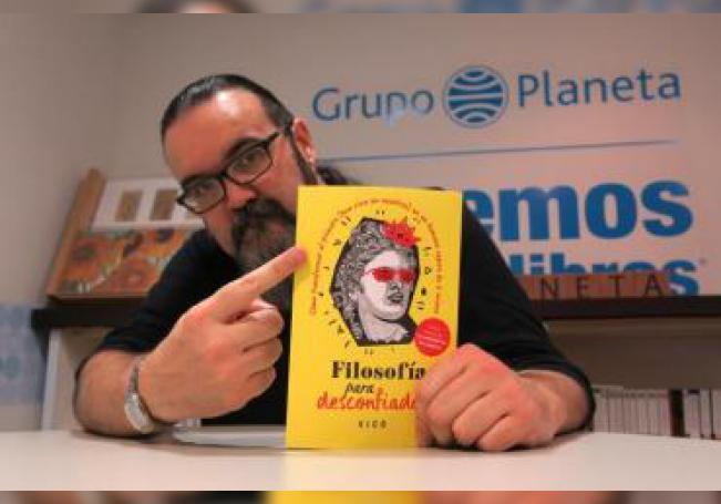 Fotografía fechada el 3 de julio de 2019, que muestra al filósofo David Pastor Vico, mientras posa en entrevista con Efe, en Ciudad de México (México). EFE/ Inés Amarelo