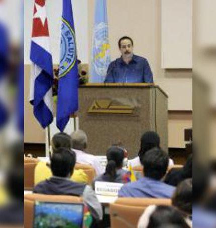 El viceministro primero de Salud Pública en Cuba, José Ángel Portal Miranda, durante una conferencia de prensa. EFE/Ernesto Mastrascusa/Archivo
