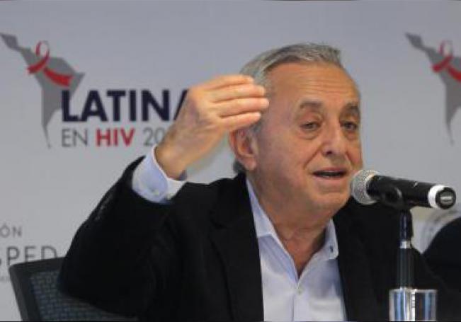 El director científico de la Fundación Huésped Pedro Cahn habla este viernes durante la presentación de la sexta edición del Latina Forum en VIH 2019, en Ciudad de México (México). EFE/ Mario Guzmán