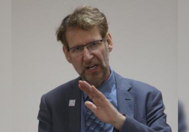 El doctor Anton Pozniak habla el jueves 18 de julio de 2019, durante una conferencia en Ciudad de México (México) EFE/Sáshenka Gutiérrez