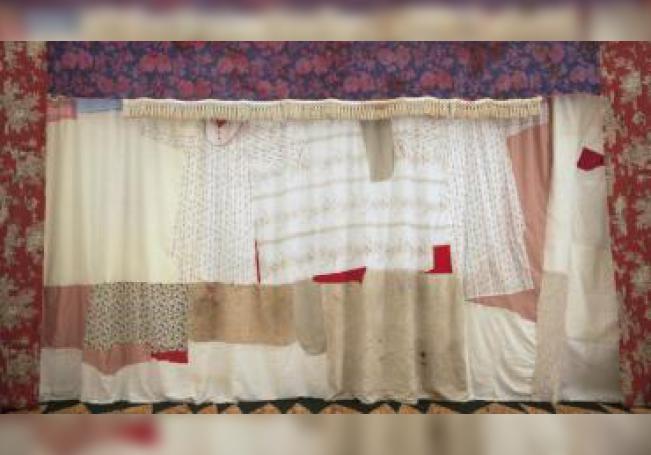 """Vista de la exposición """"lindalocaviejabruja"""" de Sara Ramo. EFE/Foto cedida"""