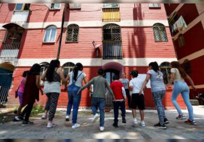 Niños realizan actividades culturales, académicas y deportivas el lunes 22 de julio de 2019 en en la Escuela de paz de Tepito de la Ciudad de México (México). EFE/José Méndez