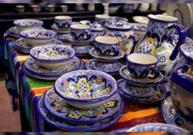 Vista de piezas de artesanía, el 28 de julio de 2019, en Puebla (México). España y el estado mexicano de Puebla están unidos desde el siglo XVI por las piezas irrepetibles creadas con materiales únicos, imaginación desbordada y la pasión, tradición y autenticidad de la cerámica de talavera. EFE/ Hilda Rios