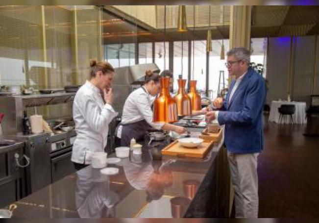 Imagen cedida por el grupo hostelero valenciano La Sucursal de su director, Javier de Andrés, y su hermana, la cocinera Miriam Andrés, que se encargará del contenido culinario de  la Cité Internationale de la Gastronomie de Lyon (Francia), uno de los proyectos gastronómicos y culturales más grandes del país. EFE