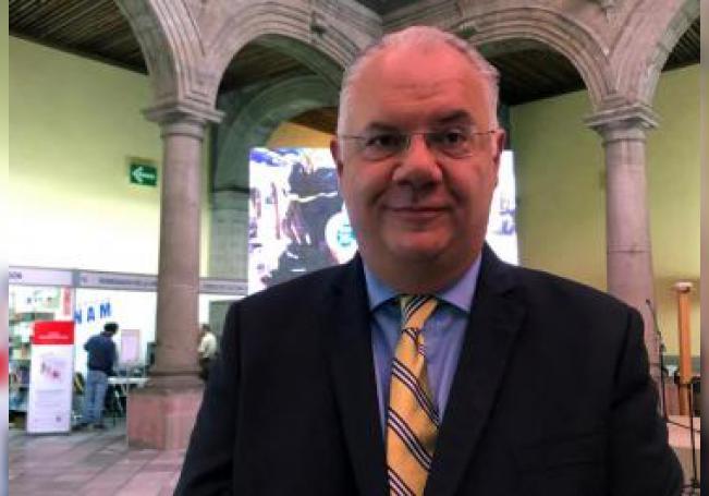 El director de la Facultad de Medicina de la Universidad Nacional Autónoma de México, German Fajardo, posa este jueves al termino de una entrevista con Efe, en Ciudad de México (México). EFE/Ammy Ravelo