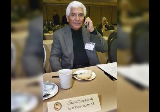 El alguacil del condado de Santa Cruz, en Arizona, Tony Estrada. EFE/Gary Williams/Archivo