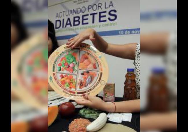 Fotografía de archivo del 10 de noviembre de 2015 de participantes en los talleres que se imparten en México para prevenir la diabetes. EFE/Alex Cruz/Archivo