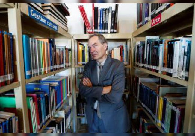 El escritor español Ignacio Vidal-Folch posa en entrevista con Efe ayer jueves, en Ciudad de México (México). EFE/ José Méndez