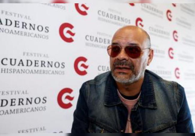 El escritor argentino Fabián Casas durante una entrevista con Efe el 14 de noviembre de 2019, en Ciudad de México (México). EFE/ José Méndez