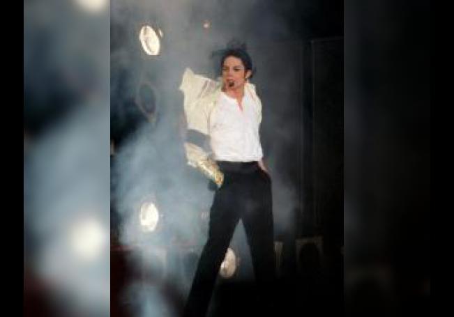 """El cantante estadounidense Michael Jackson durante el concierto benéfico """"Michael Jackson&Friends"""" en el estadio olímpico de Múnich. EFE/Volker Dornberger"""