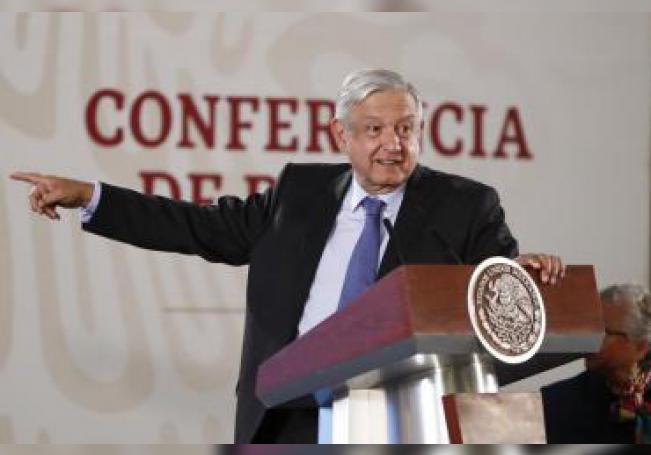 El presidente de México, Andrés Manuel López Obrador, ofrece una conferencia de prensa matutina este jueves, en Palacio Nacional, en Ciudad de México (México). EFE/ José Méndez