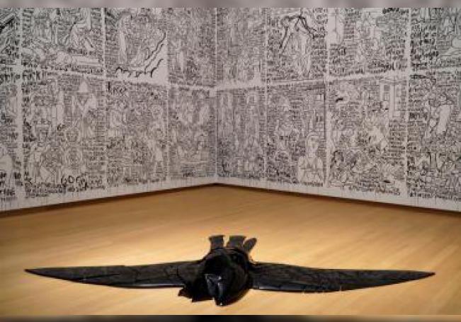 """El artista mexicano Carlos Amorales presenta en Ámsterdam """"The Factory"""", la primera exposición retrospectiva europea de este artista que crea su propia ruta por el mundo con imágenes e historias fantasiosas para reflexionar sobre el ser humano. EFE/ Imane Rachidi"""