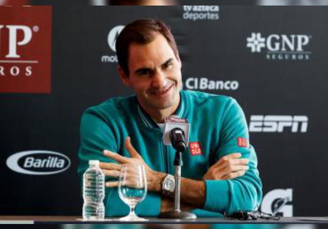 El tenista suizo Roger Federer participa en una rueda de prensa este sábado, en Ciudad de México (México). EFE/ José Méndez