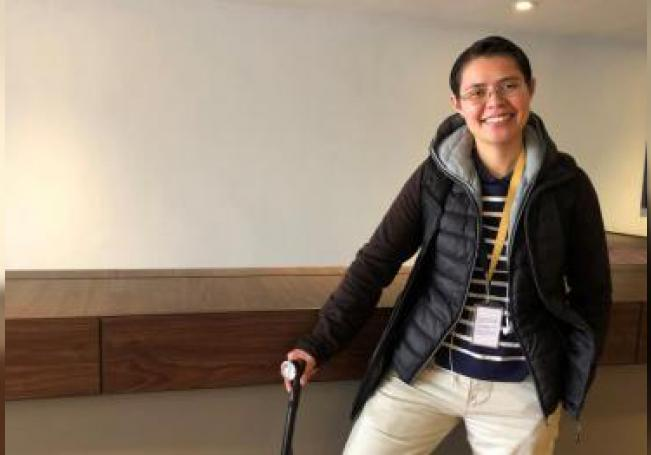 Gabriela Urbina, paciente con esclerosis múltiple (EM), posa este martes, después de una charla con Efe, en Ciudad de México (México). EFE/Ammy Ravelo