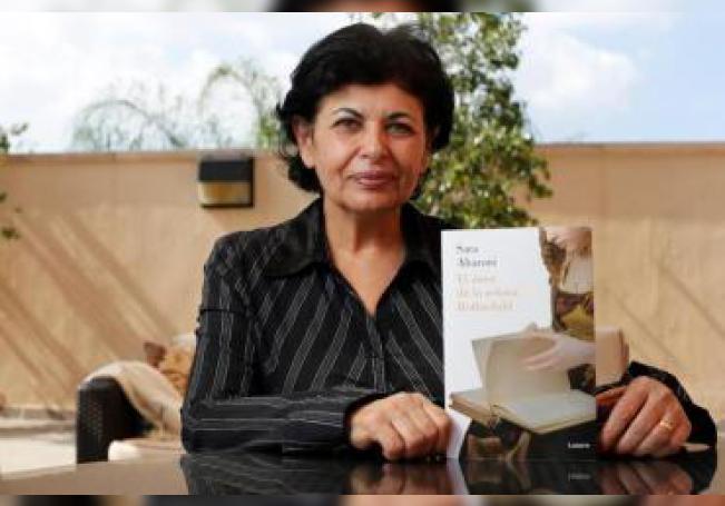 La escritora israelí Sara Aharoni posa para Efe durante una entrevista el pasado 3 de diciembre, en el marco de la 33 edición de la Feria Internacional del Libro (FIL) de Guadalajara, en el oeste de México.EFE/ Francisco Guasco