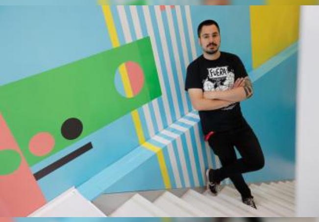 El caricaturista chileno, Guillermo Galindo, en una entrevista para Efe este jueves en el marco de la 33 edición de la Feria Internacional del Libro de Guadalajara, en Jalisco (México). EFE/ Francisco Guasco