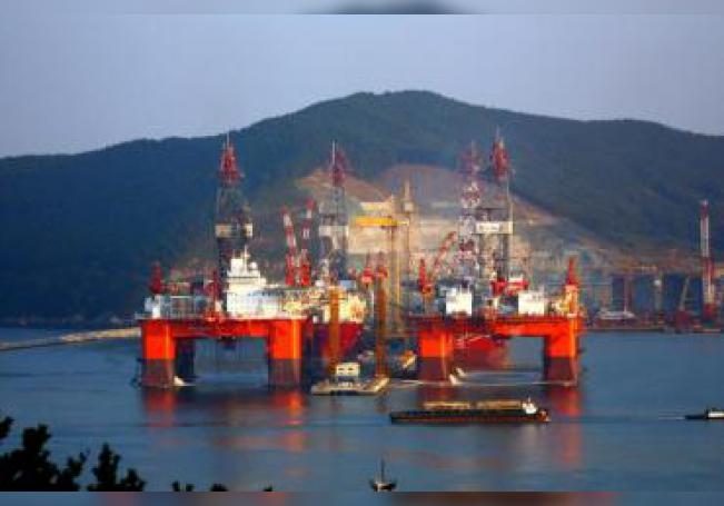 """Fotografía cedida por Petróleos Mexicanos (Pemex), el lunes 23 de mayo de 2011, en la que se observa la plataforma petrolera """"Bicentenario"""", en el estado mexicano de Veracruz. EFE/Pemex/SOLO USO EDITORIAL"""
