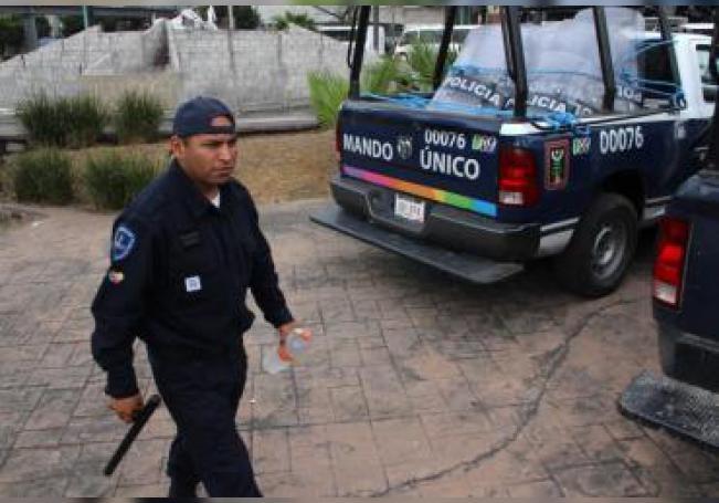 Un agentes del Mando Único es visto el lunes 4 de enero de 2016, en la ciudad de Cuernavaca, en el estado de Morelos (México). EFE/Roberto Villegas/Archivo