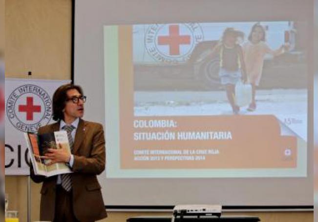 """El jefe de la delegación del Comité Internacional de la Cruz Roja (CICR) en Colombia, Jordi Raich, presenta el informe """"Colombia: Situación Humanitaria"""", el viernes 11 de abril de 2014, en Bogotá (Colombia). EFE/Leonardo Muñoz/Archivo"""