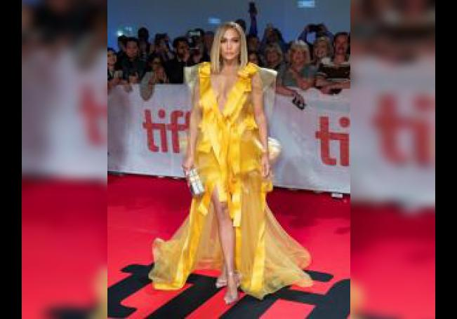 La actriz y miembro del elenco estadounidense Jennifer López llega para la proyección de la película 'Hustlers' durante la 44a edición del Festival Internacional de Cine de Toronto (TIFF) en Toronto, Canadá, el 7 de septiembre de 2019. EFE/EPA/Warren Toda/Archivo