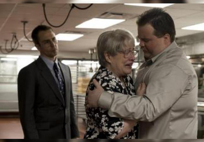 """Walter Hauser (d) como Richard Jwell durante una escena de la película histórica """"Richard Jewell"""" que constituye una de las películas que llegan este fin de semana a los cines, antes de que arranque por completo la temporada navideña. EFE/Claire Folger/Warner Bros. Pictures/SOLO USO EDITORIAL/NO VENTAS"""