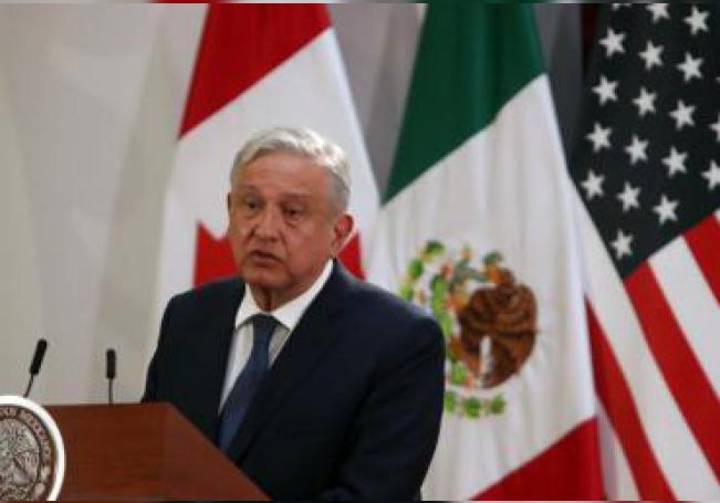 El presidente de México, Andrés Manuel López Obrador, participa en la firma de la nueva versión del acuerdo comercial T-MEC este martes, en el Palacio Nacional de Ciudad de México (México). EFE/ Mario Guzmán