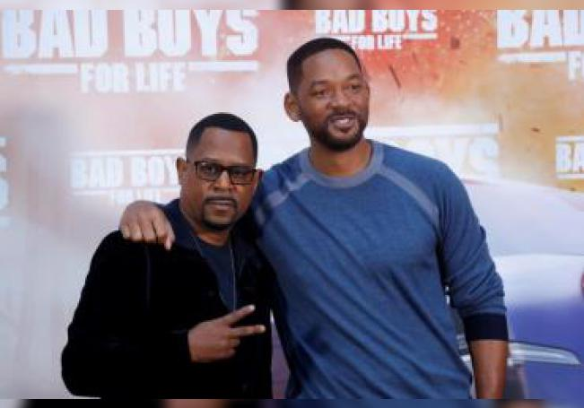 """Will Smith (d) y Martin Lawrence regresan, diecisiete años después de debutar como """"Dos policías rebeldes"""" de la mano de Michael Bay, con la tercera secuela de este filme de acción, """"Bad boys for life"""". EFE/Zipi/Archivo"""
