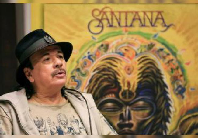 El guitarrista mexicano Carlos Santana durante una entrevista con EFE con motivo de la presentación de su nuevo trabajo, 'Africa Speaks', en Londres, Reino Unido. EFE/ Angeles Rodenas/Archivo