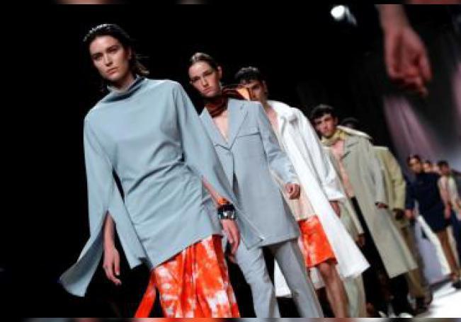 Varias modelos lucen los diseños de la colección Primavera-Verano 2020 de la firma Duarte, en la pasarela Mercedes-Benz Fashion Week Madrid (MBFWM) en el recinto ferial de IFEMA. EFE/Zipi/Archivo