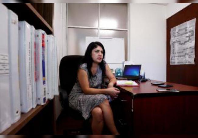 La directora de Adopción de la Procuraduría Federal de Protección de Niños, Niñas y Adolescentes del Sistema Nacional para el Desarrollo Integral de la Familia (SNDIF), Juana Brenda Pérez Salazar, habla el pasado viernes 17 de enero durante una entrevista con Efe, en Ciudad de México (México). EFE/ José Méndez